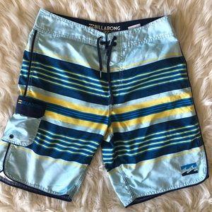 Men's Billabong swimming water shorts size 32W!